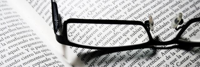 gafas-sobre-el-libro